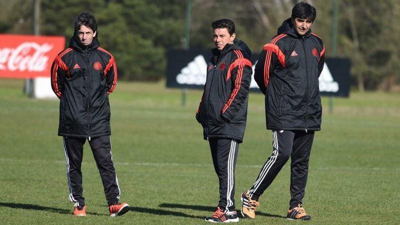 Marcelo Gallardo junto a su cuerpo técnico durante el entrenamiento de River.