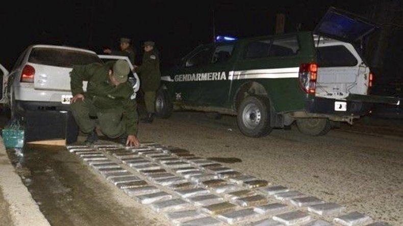 Los 54 kilogramos de marihuana estaban fraccionados en 77 paquetes que fueron hallados en el interior de un Volkswagen Gol.