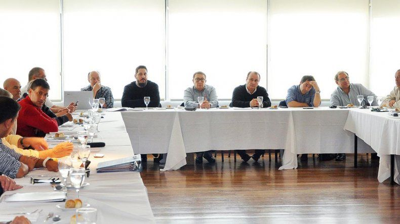 Aspecto de la la reunión que mantuvieron los directivos de la AdC.