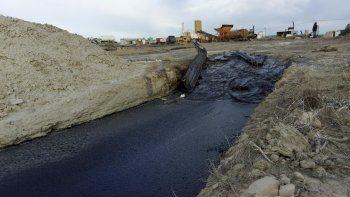 Por su magnitud, los derrames de pavimento en el obrador de Rigel eran más que evidentes durante la inspección.