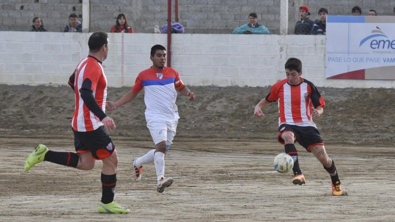 General Roca estrenó su título con una goleada de 5-0 sobre Manantiales Behr de Ciudadela.