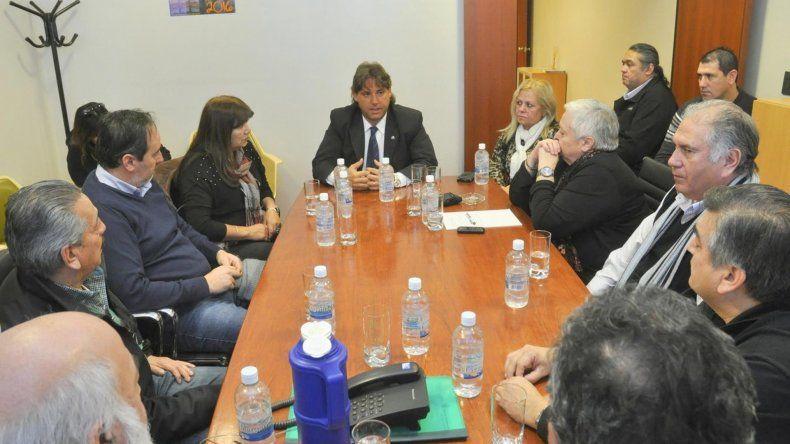 El defensor del Pueblo se reunió ayer con representantes de la CGT.
