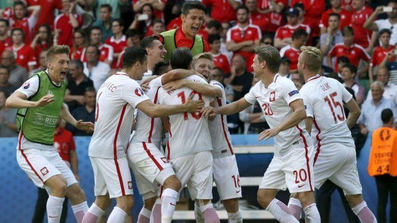 Polonia pasó a cuartos de final