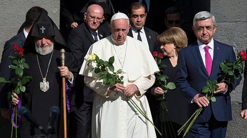 Francisco visitó el memorial del genocidio armenio.