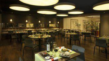 El consumo en los restaurantes ha caído entre el 40 y 50 por ciento, según las propias estimaciones de los empresarios gastronómicos de Comodoro Rivadavia.