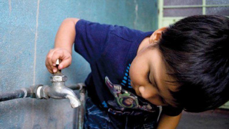Agua y cloacas afectará  el tarifazo que faltaba