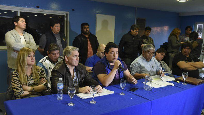 El plenario que celebró el lunes el Sindicato de Petroleros Privados Chubut donde se respaldó la decisión de levantar anoche el paro y aguardar la continuidad de las negociaciones.