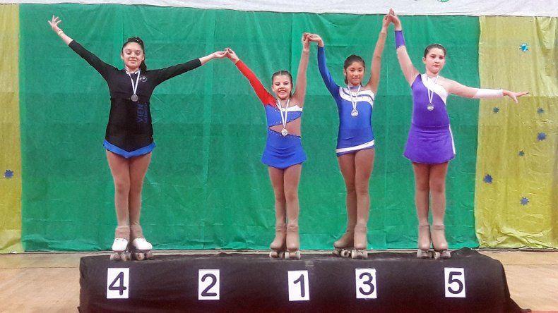 La comodorense Bianca Soto –primera– en el podio