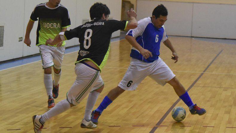 El fútbol de salón de Comodoro Rivadavia seguirá hoy con la definición de sus respectivos torneos.