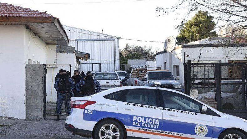 Rescataron a una mujer, secuestraron ocho armas y tres vehículos robados