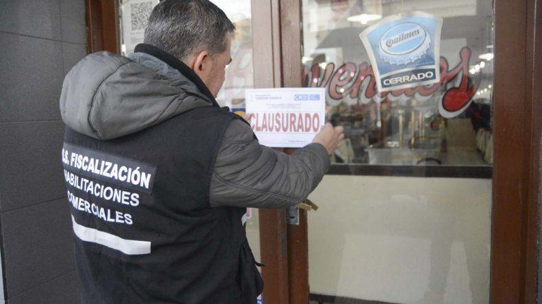 Los inspectores municipales ayer volvieron a clausurar el restaurante Los 3 Chinos.