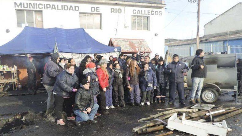 Trabajadores de Río Gallegos aceptaron la oferta salarial del Ejecutivo municipal y en la mañana de ayer retornaron a sus puestos de trabajo.