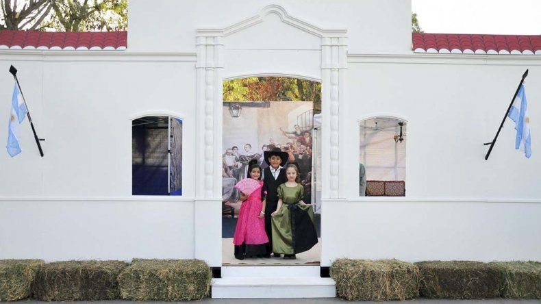 La réplica del frente de la Casa de Tucumán