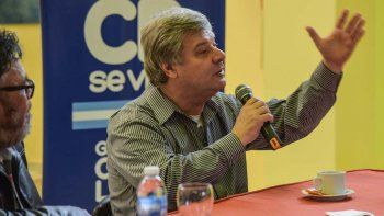 Osvaldo Príncipi en la charla abierta a la comunidad donde habló de boxeo, periodismo y vivencias personales.