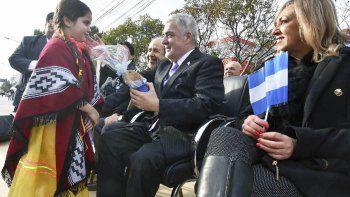 El gobernador ratificó ayer su compromiso político, para cambiar la triste realidad que le toca vivir a mucha gente, durante el acto del Bicentenario.