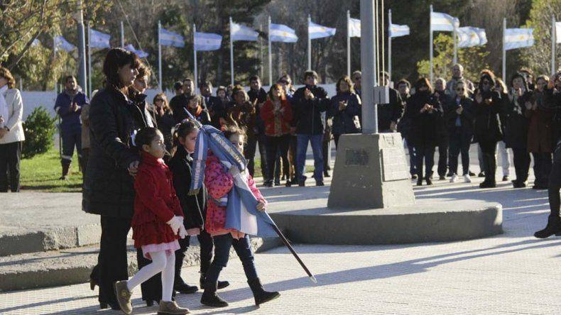 Rada Tilly celebró el Bicentenario de la Independencia con un acto en la Plaza Roque González.