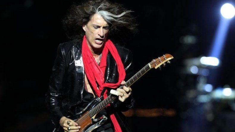Mirá cómo se desplomó en el escenario el guitarrista de Aerosmith