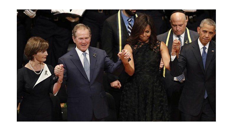 ¿Estaba borracho? Mirá el baile de Bush en un homenaje a policías caídos