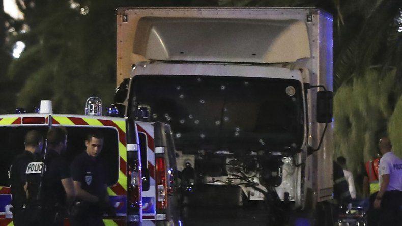 Atentado en Niza: un camión atropelló a una multitud