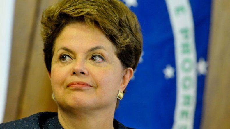 Fallo judicial aleja a Dilma de la destitución.
