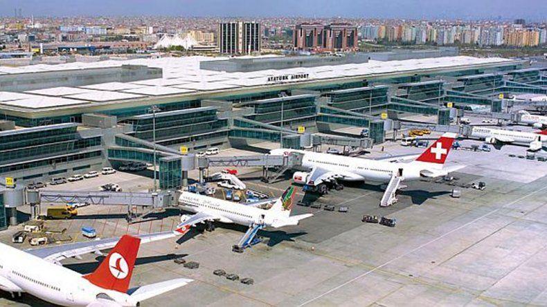 Argentinos debieron refugiarse en el aeropuerto de Estambul.