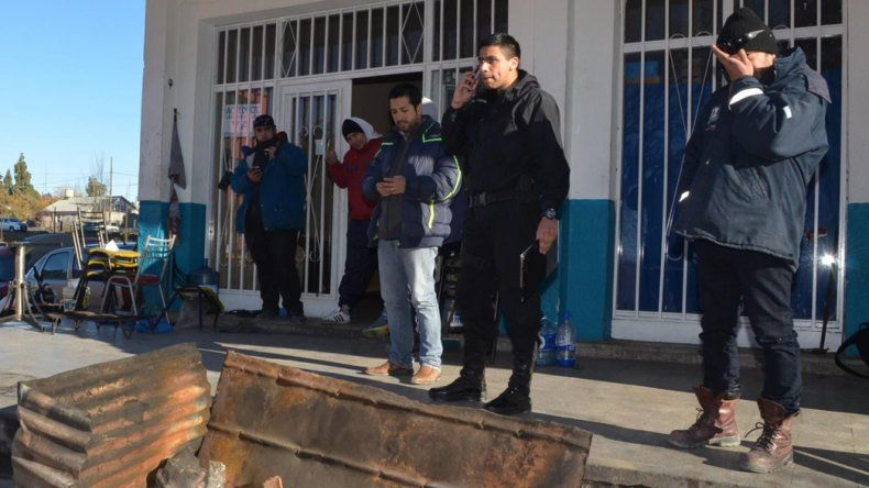 Desocupados del SITRAIC abandonaron ayer la delegación local de la Secretaría de Trabajo que mantenían tomada desde hace 37 días.