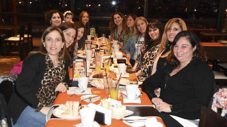 Cafeterías, bares y restaurantes esperan el Día del Amigo con reservas agotadas