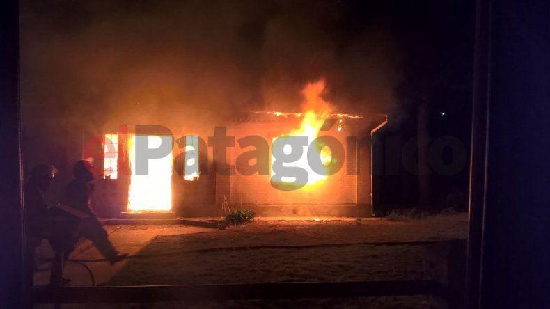 Un incendio consumió el 70 % de una vivienda en Diadema