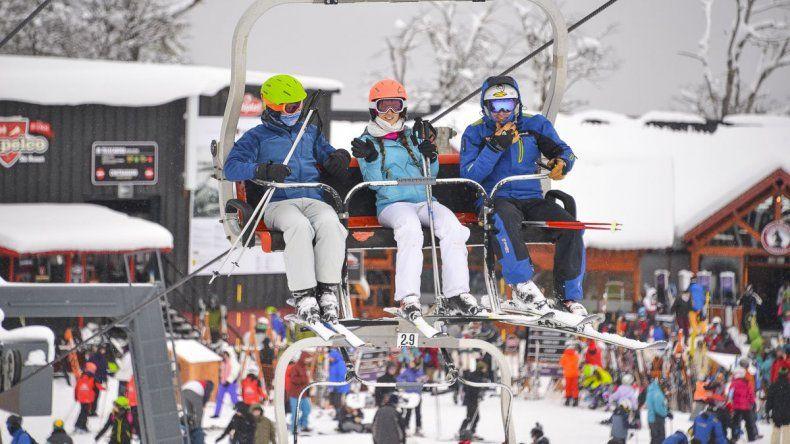 La nieve llegó a los centros de esquí patagónicos