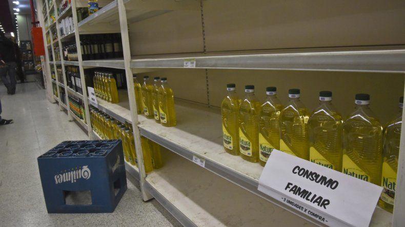 Las botellas de aceite de 900 mililitros fueron las más buscadas por los consumidores durante la jornada de ayer.