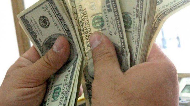 El dólar cerró a $ 15,28