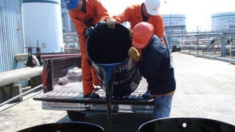 La caída del precio del petróleo fortalece a las empresas en su reclamo de productividad