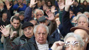 jubilados podran cobrar desde las 12 por ventanilla
