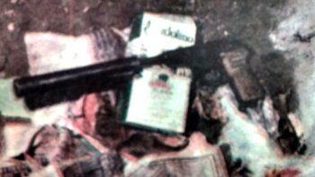 La pistola que Mariño intentó guardar en su cintura y con la que se pegó un tiro en plena huida. Se llevaba más de un millón de pesos en sueldos petroleros.