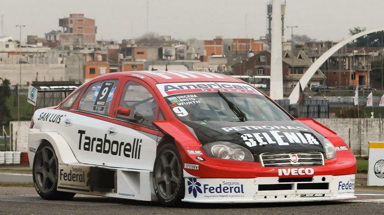 El Fiat Línea de los pilotos Juan Urcera y Valdeno Brito que dominó ayer la clasificación del Super TC2000.