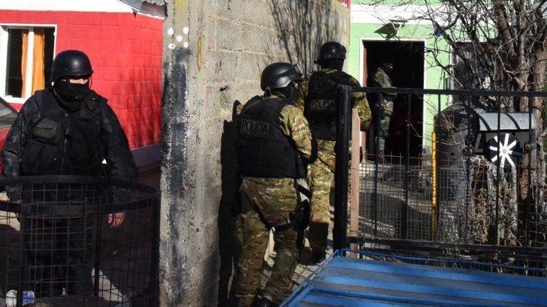 Allanan la casa de un camionero del grupo disidente y amenazan al gerente de la distribuidora Diarco