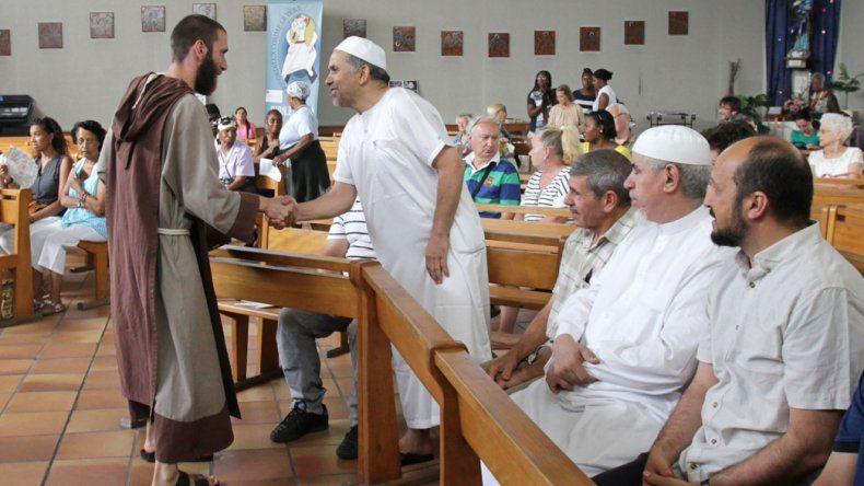 Una de las ceremonias religiosas que ayer unió a ambos credos en Francia.