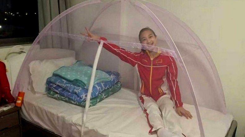 Gimnastas chinas llegaron a Brasil y duermen en camas anti zika