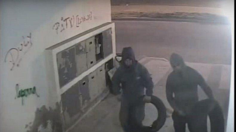 Obras Sanitarias publicó un video de los presuntos autores del incendio