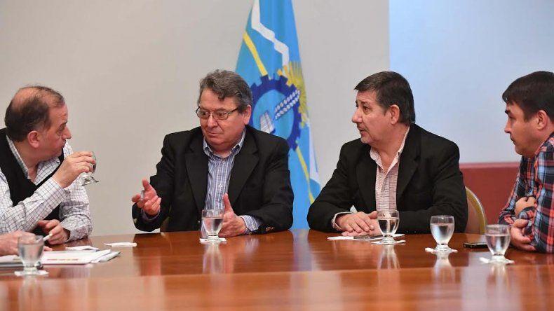 Linares se reunió con funcionarios provinciales para definir el plan de obras para Comodoro