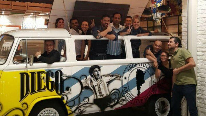 Luciana Cabrera junto al equipo de Café Diego.