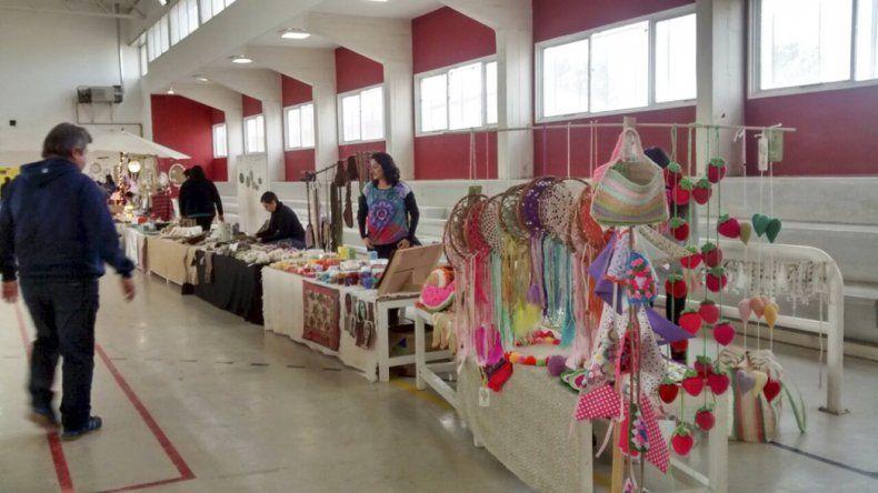 La Feria de Invierno volverá a abrir hoy en el salón de usos múltiples de la Escuela 718