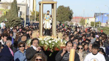 La procesión que todos los años se desarrolla por las calles de la zona sur de Comodoro Rivadavia.