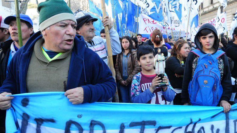 Organizaciones sociales y políticas marcharon hasta Plaza de Mayo por paz, pan, tierra, techo y trabajo