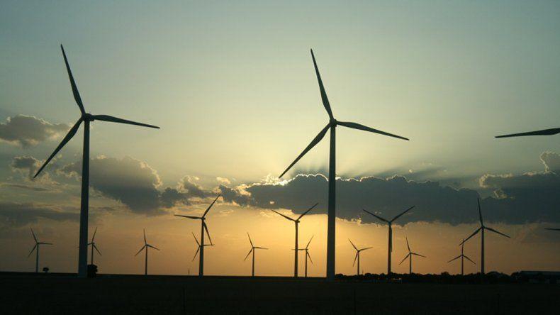 El Gobierno firmó contratos para 16 proyectos de energías renovables