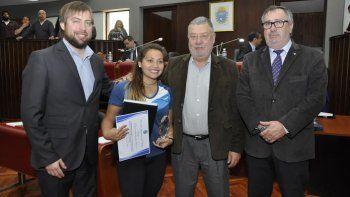 La deportista nacida en Rawson, Layla González, fue reconocida por su mérito deportivo.