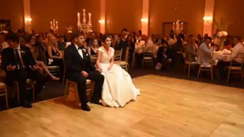 Así sorprendió a su esposa en la fiesta de casamiento