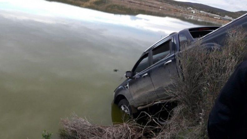 Rada Tilly: se robaron una camioneta con 50 mil pesos y la tiraron en la laguna