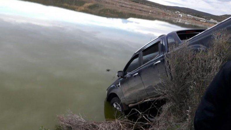 En la laguna de Rada Tilly fue encontrada la camioneta que habría sido robada en el barrio Sargento Cabral. Su responsable aseguró que le llevaron los $50.000 que olvidó en su interior.