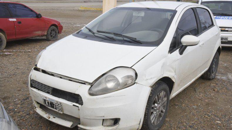 El vehículo secuestrado. Uno de los ocupantes tenía droga y quedó a disposición del Juzgado Federal.